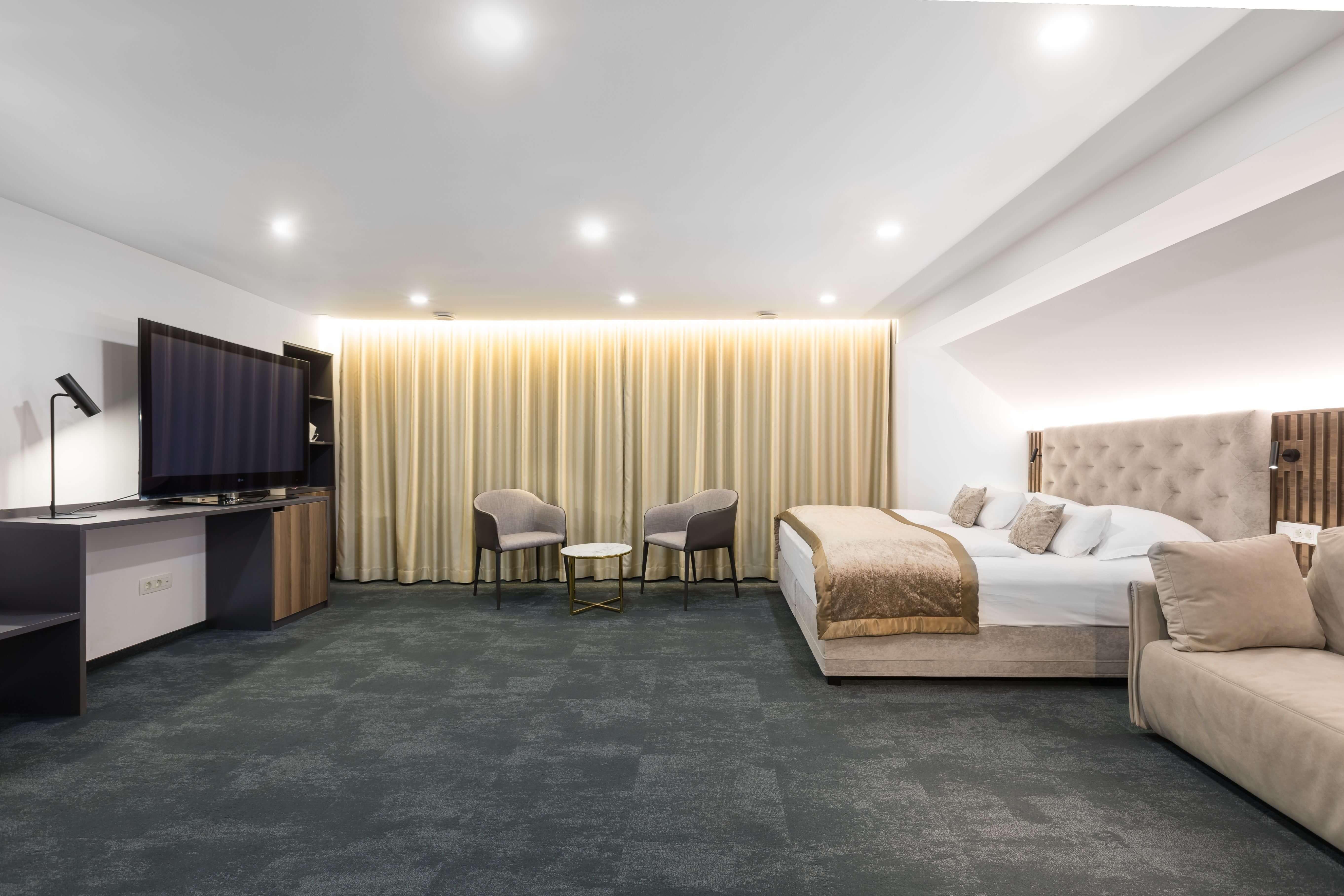 photodune-200546-hotel-bed-with-bathrobe-m-700x480